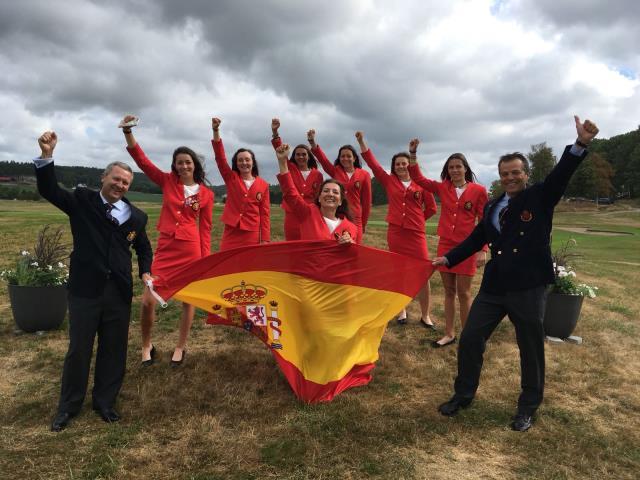 Natalia Aseguinolaza medalla de plata con el equipo nacional en el Campeonato de Europa Girl