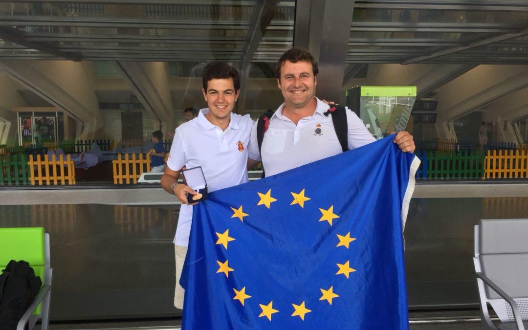 Jon Lopez-Lanchares con el equipo nacional Oro en el Campeonato de Europa Sub-18 Masculino
