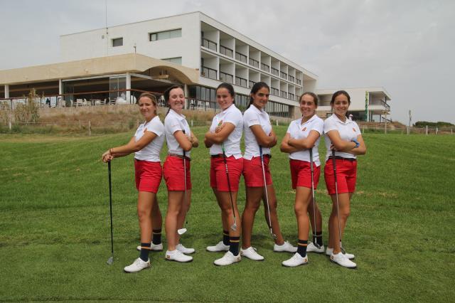 Nieves Martin, con el equipo nacional, presente en el Campeonato del Mundo Junior Femenino