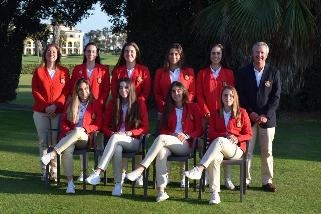 Oihana Etxezarreta con el equipo nacional segundas en el Cuadrangular de Costa Ballena